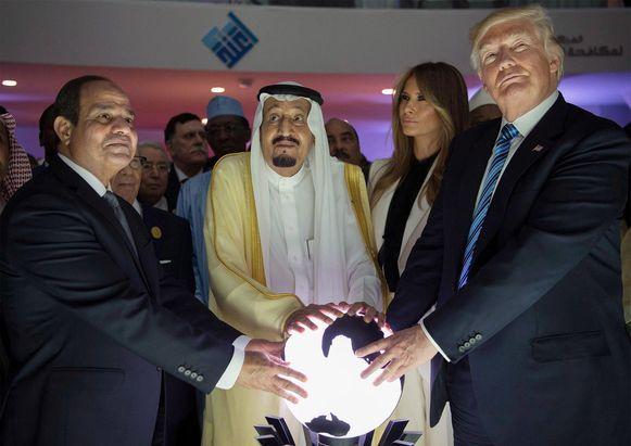 President Trump met de Saoedische koning Salman (midden) en de Egyptische president al-Sisi.