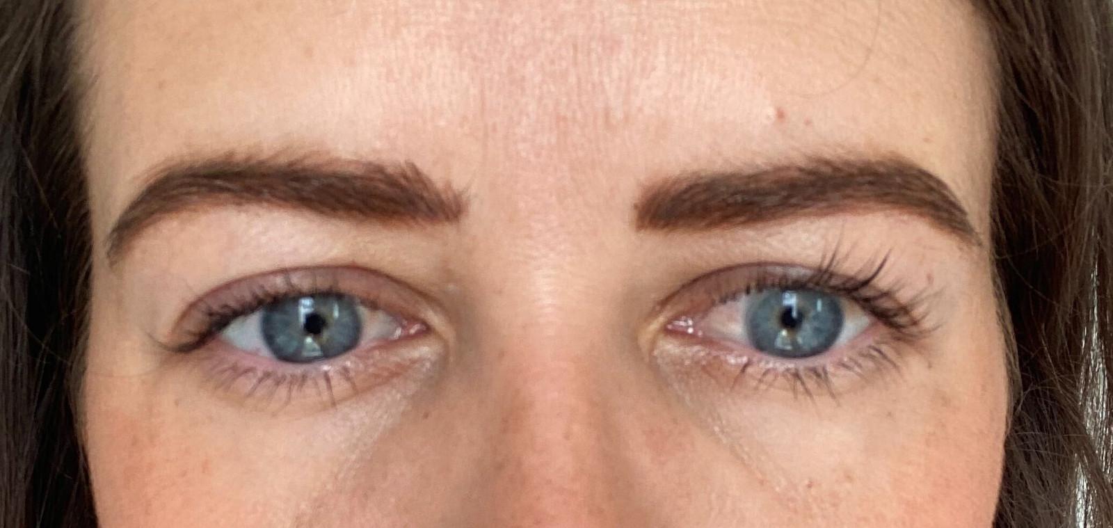 Résultat définitif sourcils et cils sans maquillage