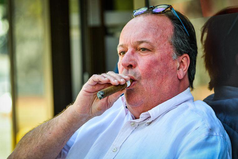 Jeff Hoeyberghs en tientallen andere Belgen dagen de Staat voor de rechter.