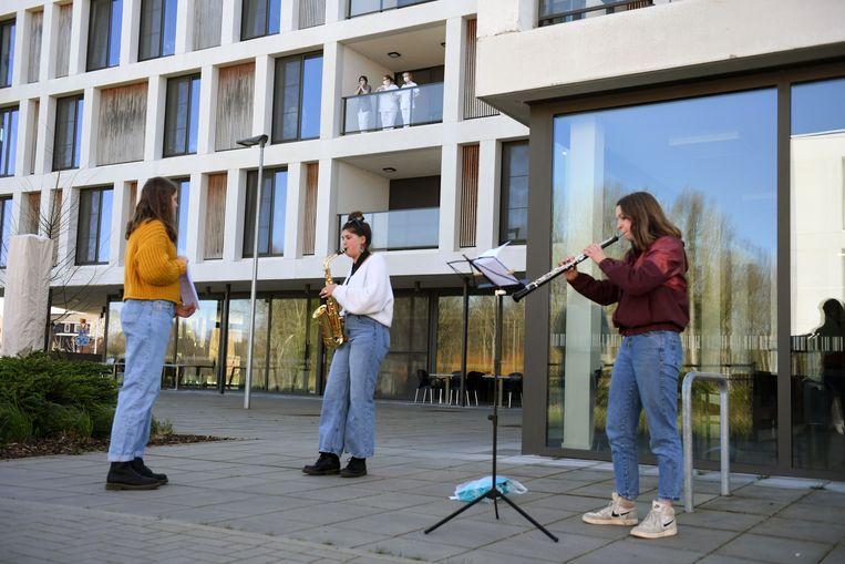 Buurtbewoners geven een concert voor de bewoners en het personeel van Wijgmaalbroek