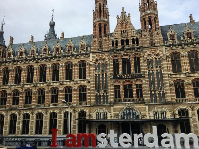 De I Amsterdam-letters voor het Magna Plaza.