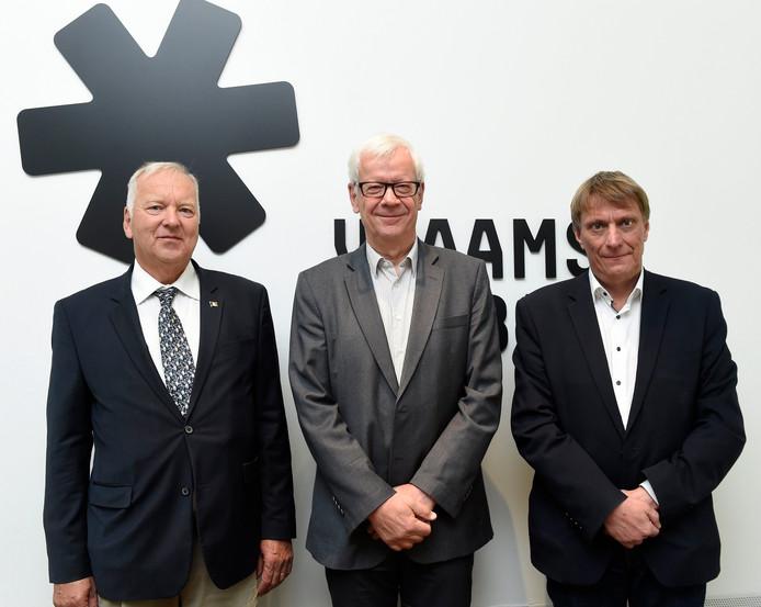 Frédéric Petit (Wezembeek-Oppem) et Yves Ghequiere (Linkebeek) avec le gouverneur de la province de Brabant flamand.