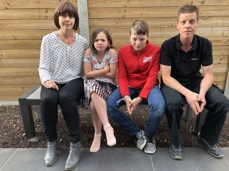 Conny Booghmans en haar man Jiri moeten plots een pak meer betalen als ze hun kinderen Nierke en Elias komende zomer naar de speelpleinwerking en de sportweken willen sturen.