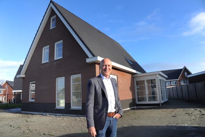 Teun Coenraads voor zijn nieuwe woning in Middelburg.