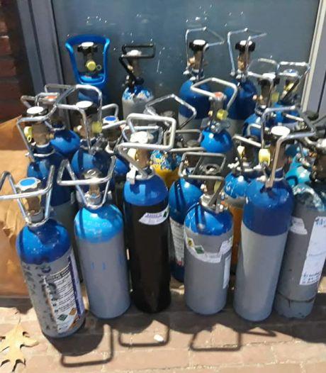 Politie neemt meer dan 200 flessen met lachgas in beslag