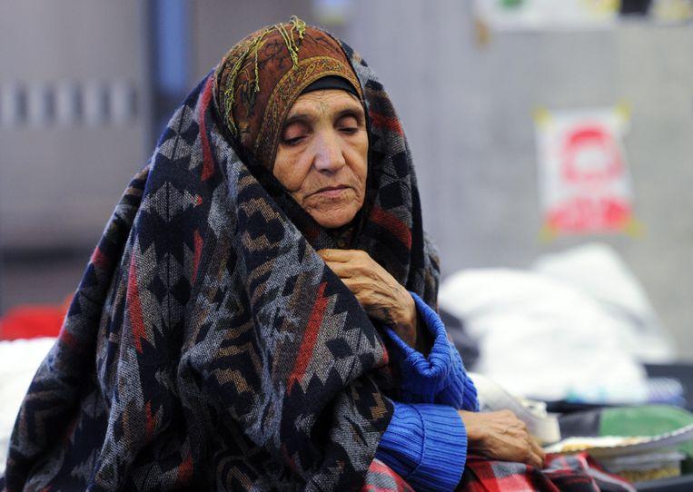 Een Afghaanse vluchteling op het station in Wenen. Beeld null