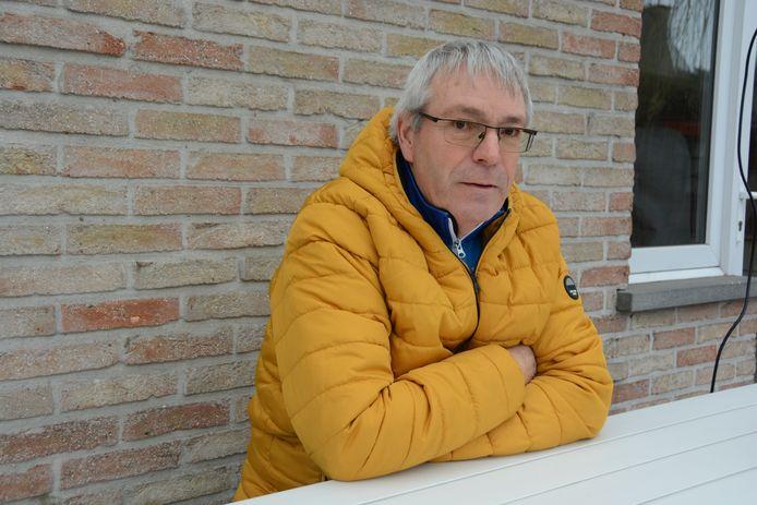 """Dany Durinck (58) zette voor het ingangsexamen van onderofficier zijn bril af voor de oogtest. """"Ik had goed gegokt en kreeg zo toch de hoogste score."""""""
