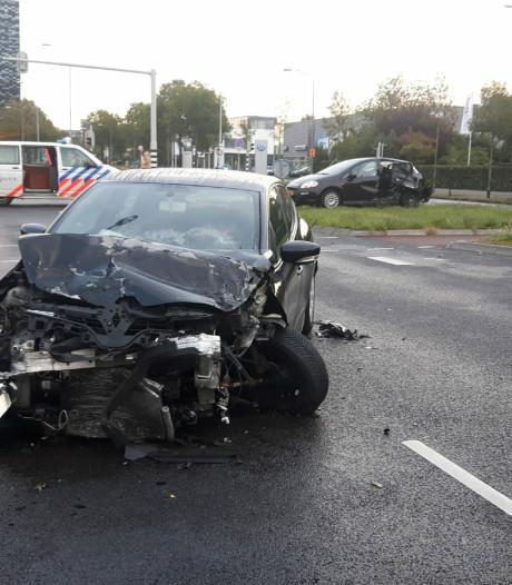 Forse schade bij botsing tussen twee auto's in Nijmegen