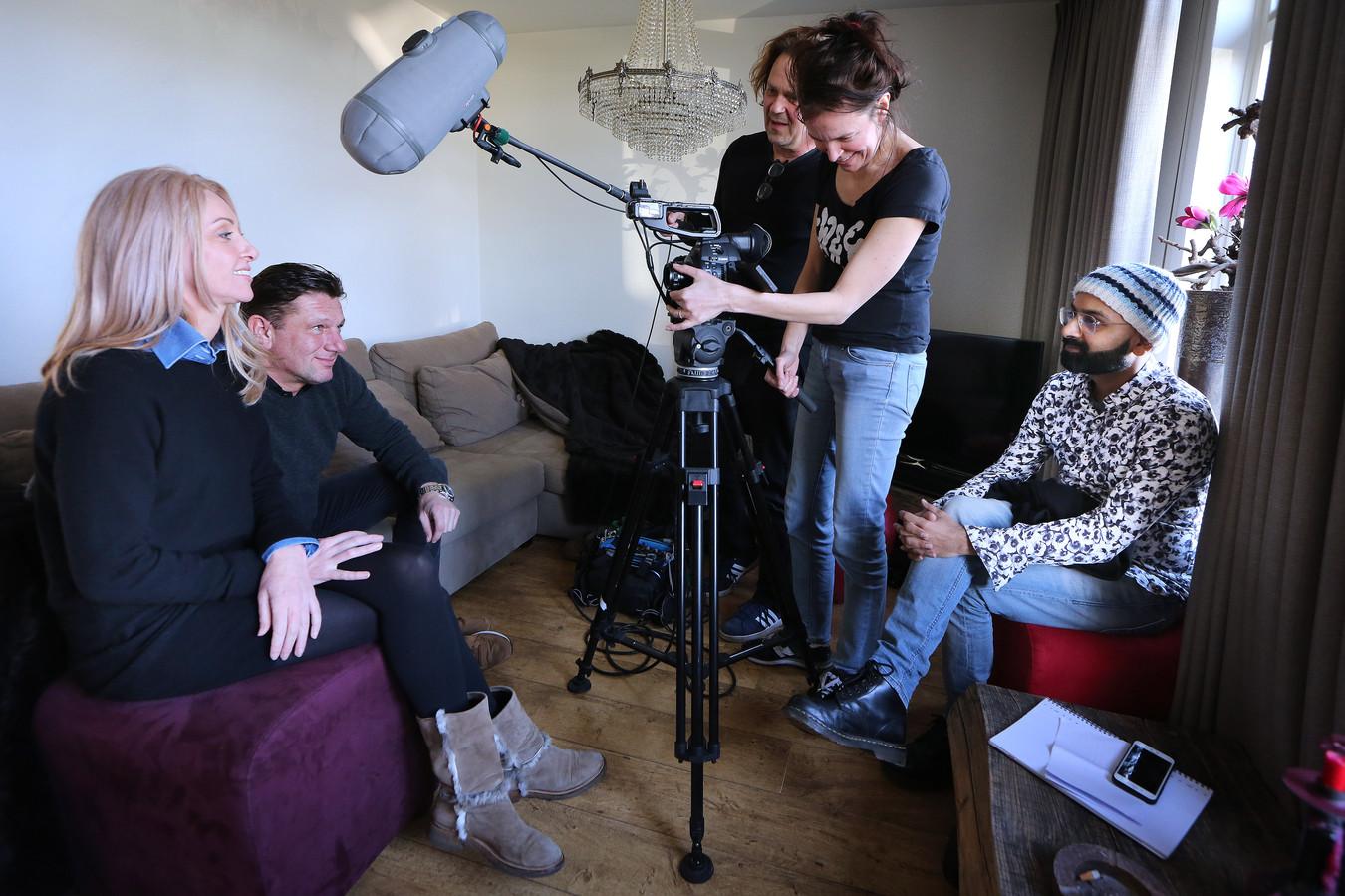Joyce van Blerck en Corné van den Biggelaar zijn te zien in de documentairereeks 'Leven, liefde en de dood' van Rishi Chamman. Joyce leidt aan de progressieve ziekte van Huntington.