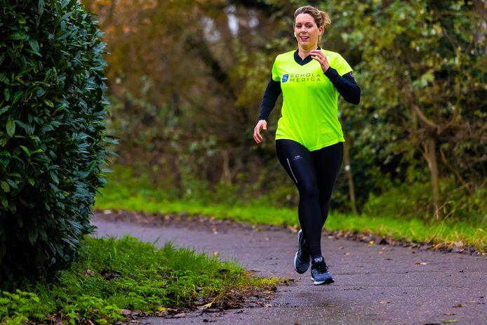 Nathalie Ververs SEH-arts Catharina Ziekenhuis Eindhoven aan het hardlopen.