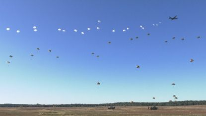 Duizend parachutisten herdenken 75 jaar bevrijding WOII