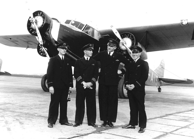 De bemanning van de Snip' met (v.l.n.r.) radiotelegrafist S. van der Molen, gezagvoerder Jan Hondong, co-piloot J. van Balkom en boordwerktuigkundige L. Stolk.Op 15 december 1934 vertrok de Fokker F.XVIII van de KLM met het registratienummer PH-ATS voor haar eerste transatlantische vlucht.