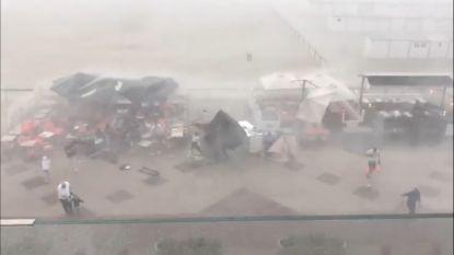 Indrukwekkende beelden: storm verrast klanten en doet terras in Knokke de lucht invliegen