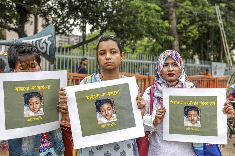 Vrouwen in de hoofdstad Dahka protesteren tegen seksueel geweld.