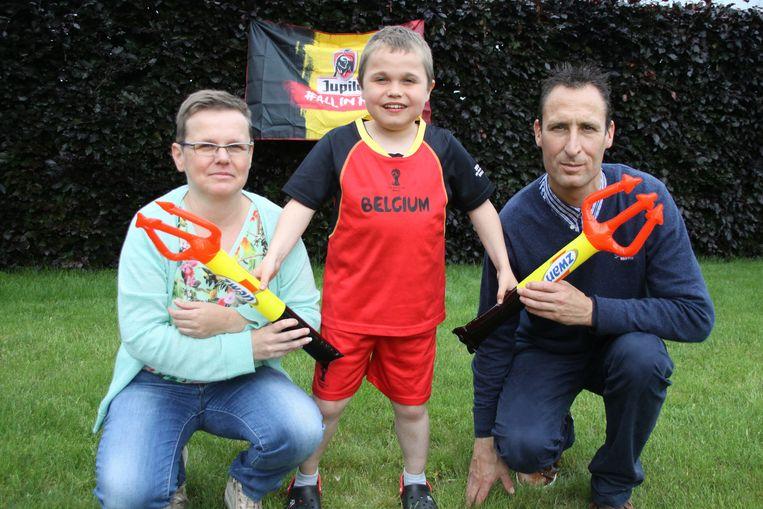 Sander en zijn ouders zijn helemaal klaar voor het EK voetbal in Frankrijk.