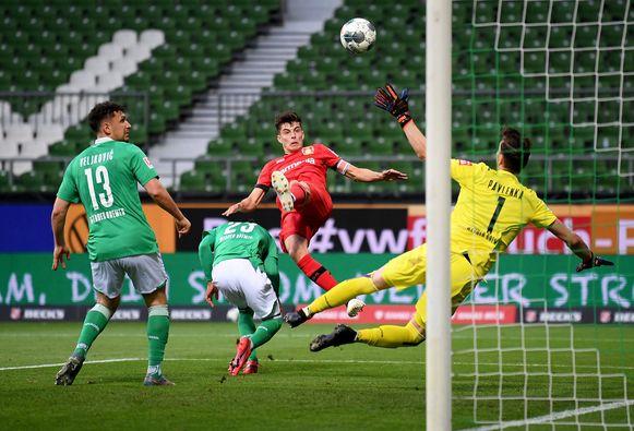 Kai Havertz scoorde tegen Werder Bremen twee keer met het hoofd.