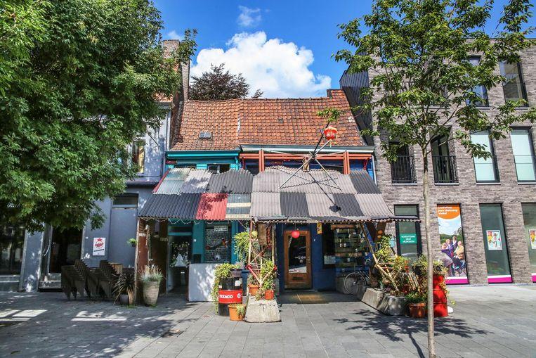 De kleurige voorgevel van het meest gefotografeerde cafeetje van Kortrijk.