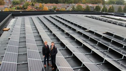 260 zonnepanelen op sporthal Zwevezele