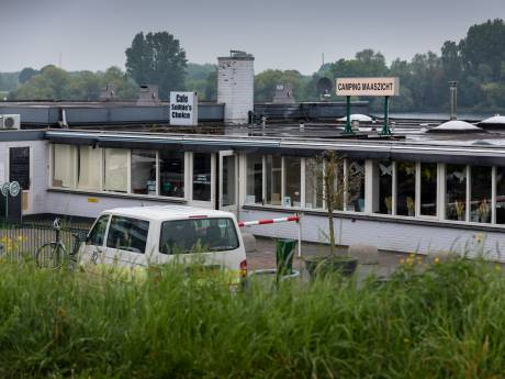 Bijna alle gecontroleerde chalets permanent bewoond op camping Maaszicht Kerkdriel