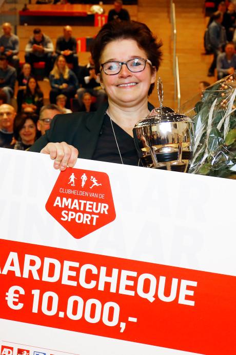 'Moeder van GJS' wint titel Clubheld 2018 en haar droomkeuken