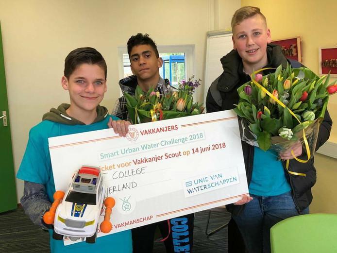 Leerlingen Demy, Mohamed en Thijs van het Actief College in Oud-Beijerland zijn met hun Car Floater door naar de landelijke finale.