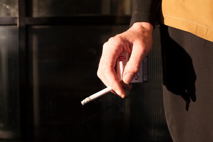 Een rokende vrouw, foto ter illustratie.