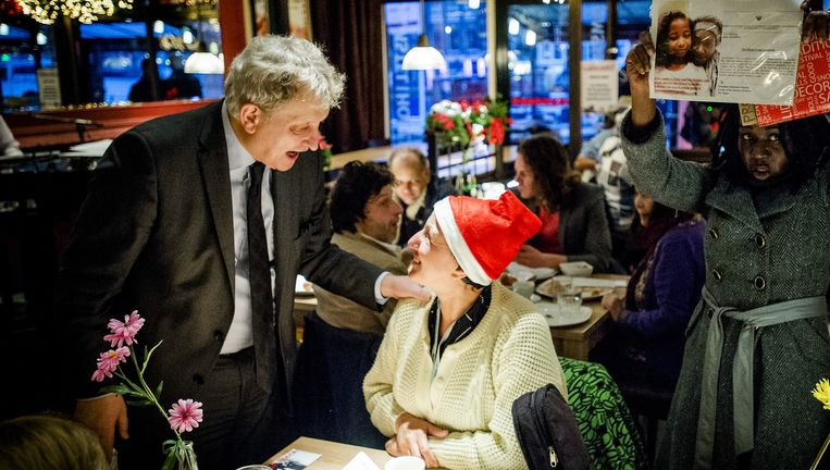 Burgemeester Eberhard van der Laan ontmoet Amsterdamse dak- en thuislozen tijdens een gratis ontbijt. Beeld anp