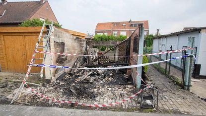 Garage in de as gelegd: mogelijk brandstichting met molotovcocktail