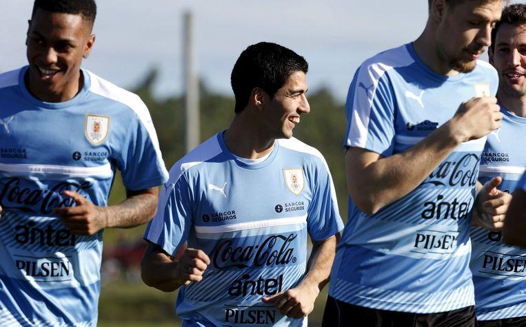 Luis Suárez terug in training bij het nationale elftal van Uruguay. Beeld reuters