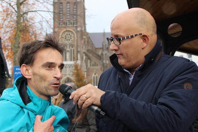 Speaker Ton de Kort in gesprek met Marc van Gils uit Eerde.