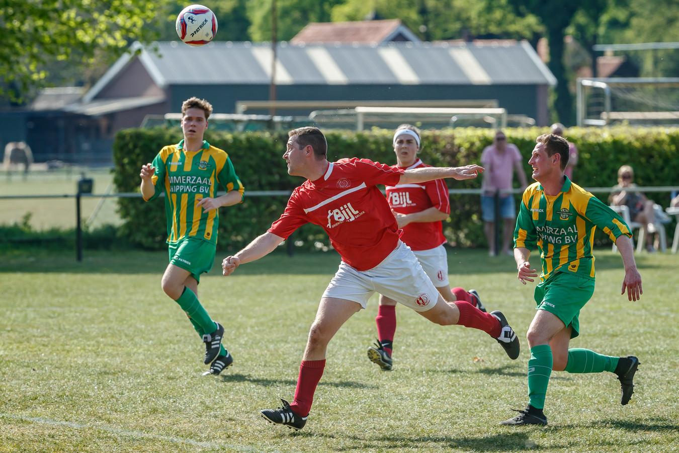 Grenswachters (geel-groen) en Gesta (rood) zijn twee van de vier ploegen die nog rechtstreeks kunnen degraderen.