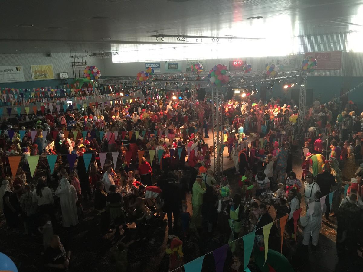 Zowel jong als oud(er) hadden het zondagmiddag prima naar hun zin tijdens het Meerhovens Kindercarnaval in De Hangar.