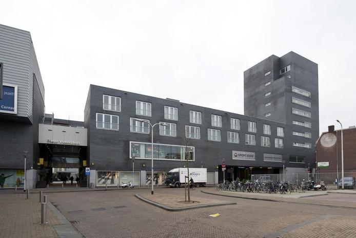 De ingang van de parkeergarage vanaf de Magazijnstraat