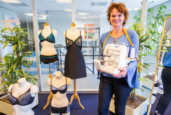 Yolanda Zantingh maakt, badpakken, bikini's en bh's op maat.