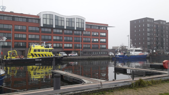 Locatie in Terneuzen, bij het waterschapskantoor aan de Beneluxweg, waar woensdagmiddag een levenloos lichaam is aangetroffen door medewerkers van een dienstvaartuig van Rijkswaterstaat.