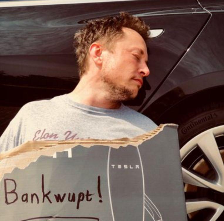 De foto van Musk met sporen van gedroogde tranen en een fles 'teslaquilla' ging de hele wereld rond.