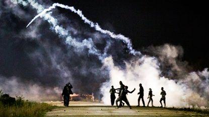 """Machtsmisbruik van politie tegen migranten in Calais is """"plausibel"""" volgens rapport"""