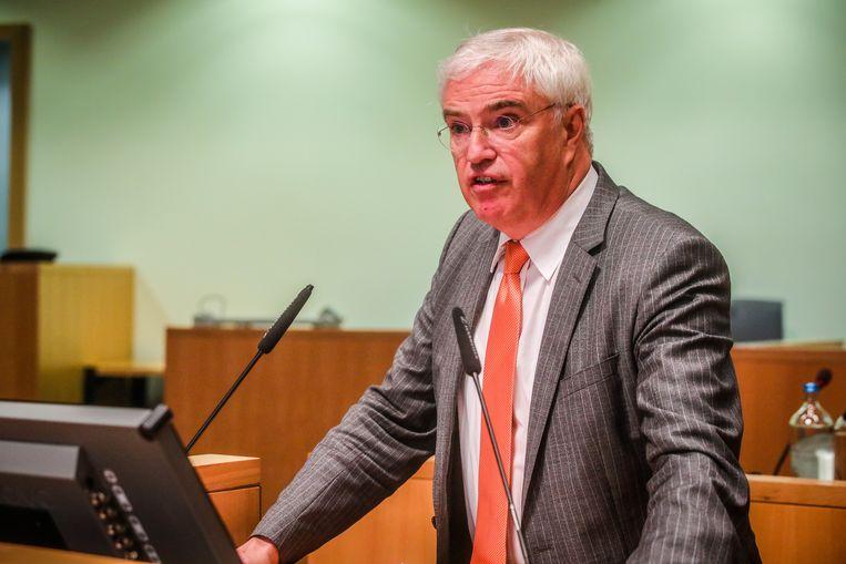 """Zijn de regels strenger in West-Vlaanderen? Gouverneur Carl Decaluwé vindt van niet. """"We volgen gewoon de federale richtlijnen op."""""""