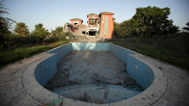 Een buitenhuisje van Kaddafi na een bombardement. Beeld AFP