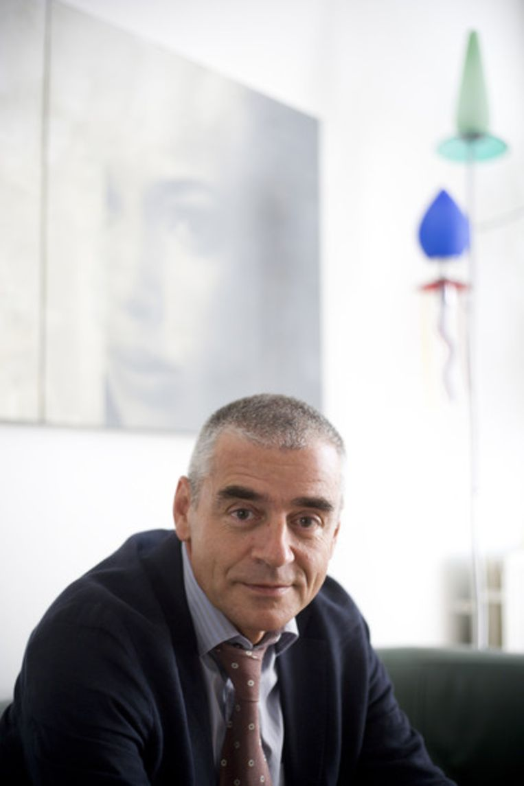 Econoom Hans Schenk van de Universiteit Utrecht: 'Er is een surplus aan cash, waaruit je zou kunnen concluderen dat de in rekening gebrachte prijzen te hoog zijn. De concurrentie werkt niet goed'. Beeld Martijn Beekman