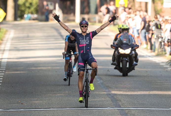 Cees Bol won in 2018 de Ronde van de Achterhoek. Bol is sinds 2019 profrenner bij Team Sunweb.