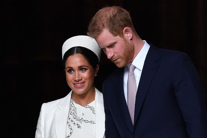 """La reine Elizabeth II et la famille royale se sont accordés sur une """"période de transition"""" durant laquelle le prince Harry et son épouse Meghan vivront entre le Royaume-Uni et le Canada."""