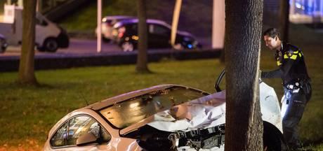 Waarschijnlijk dronken vrouw veroorzaakt zwaar ongeluk op Midden-Brabantweg