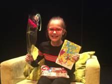 Iris van Beek uit Putten wint regionale finale voorleeswedstrijd