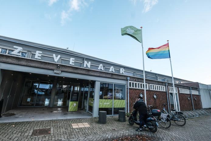 Het Zevenaarse gemeentehuis aan de Kerkstraat. Foto : Jan Ruland van den Brink
