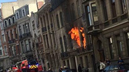 Bewoners uit dakgoot geplukt na uitslaande woningbrand in Antwerpen