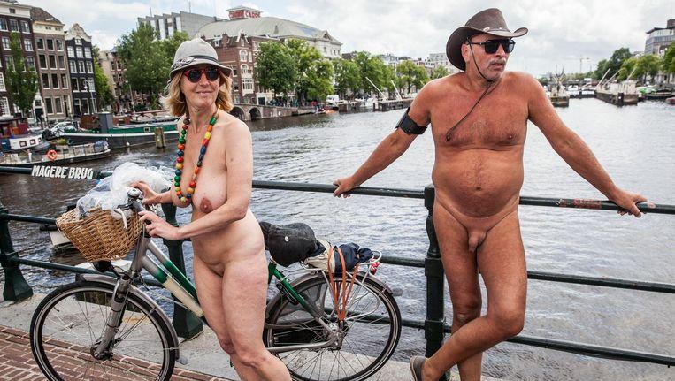 Deelnemers aan de Naked Bike Ride in Amsterdam, juli 2016 Beeld Amaury Miller