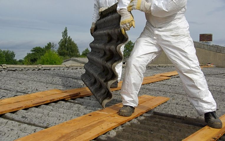 Asbest zit onder andere in oude golfplaten