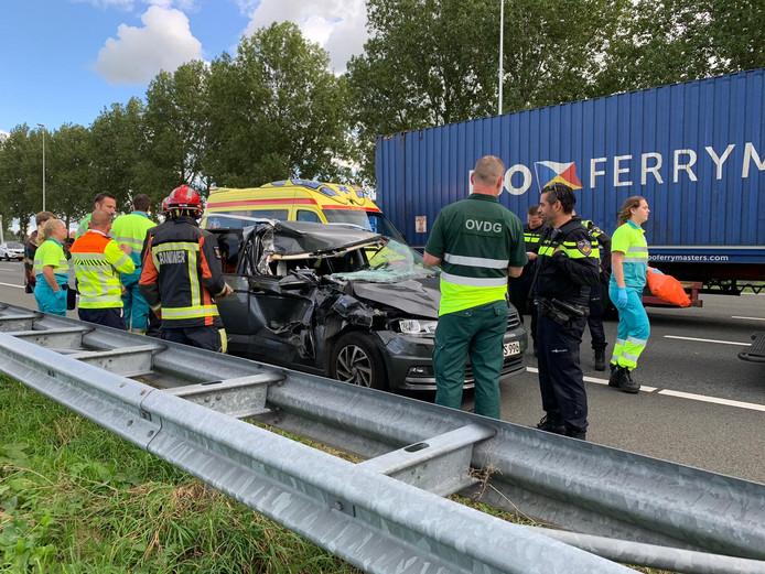 De bewuste auto die tegen een vrachtwagen aan reed bij Reeuwijk
