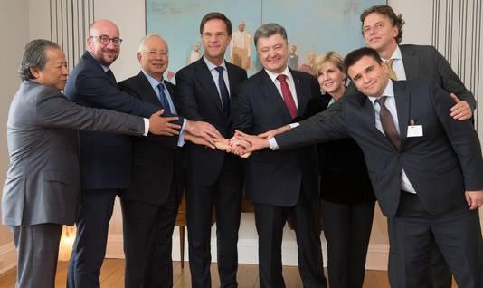 Premier Mark Rutte overlegde eind september in New York met politiek leiders uit Maleisië, Australië, Oekraïne en België over de berechting van degenen die verantwoordelijk zijn voor het neerhalen van vlucht MH17 vorig jaar juli boven Oekraïne.